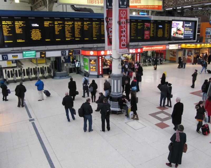 Victoria railway station at rush hour